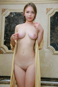 Camilla-Stan-%E2%80%93-Golden-Spa-03-04-n6v1t5ecer.jpg