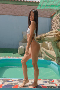 Karin-Torres-Dance-By-The-Pool-03-06-a6v2546owc.jpg