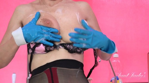 AuntJudys 19 03 22 Josie Gets Wet And Soapy In The Kitchen XXX 1080p MP4-KTR