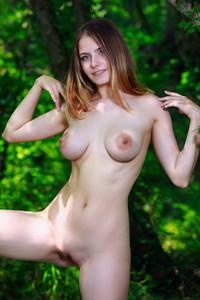 Dakota-Pink-%E2%80%93-Lost-In-Nature-03-26-o6wd2vo0g3.jpg