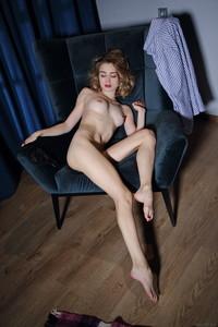 Alice-Shea-Boyfriend%22s-Shirt-03-26-a6wd37bw0w.jpg