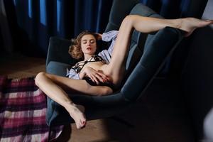 Alice-Shea-Boyfriend%22s-Shirt-03-26-r6wd35i2f0.jpg