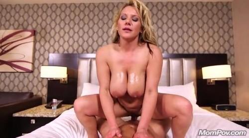 blonde und natural big boob