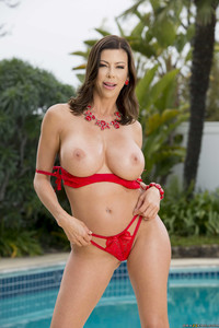 MommyGotBoobs-Alexis-Fawx-Bet-You-Can%22t-Touch-Her-Boobs-May-1st--f6x7gnrinp.jpg