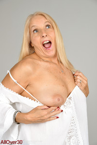 Chery Leigh @ll 0v3r 30 • Mature Housewives